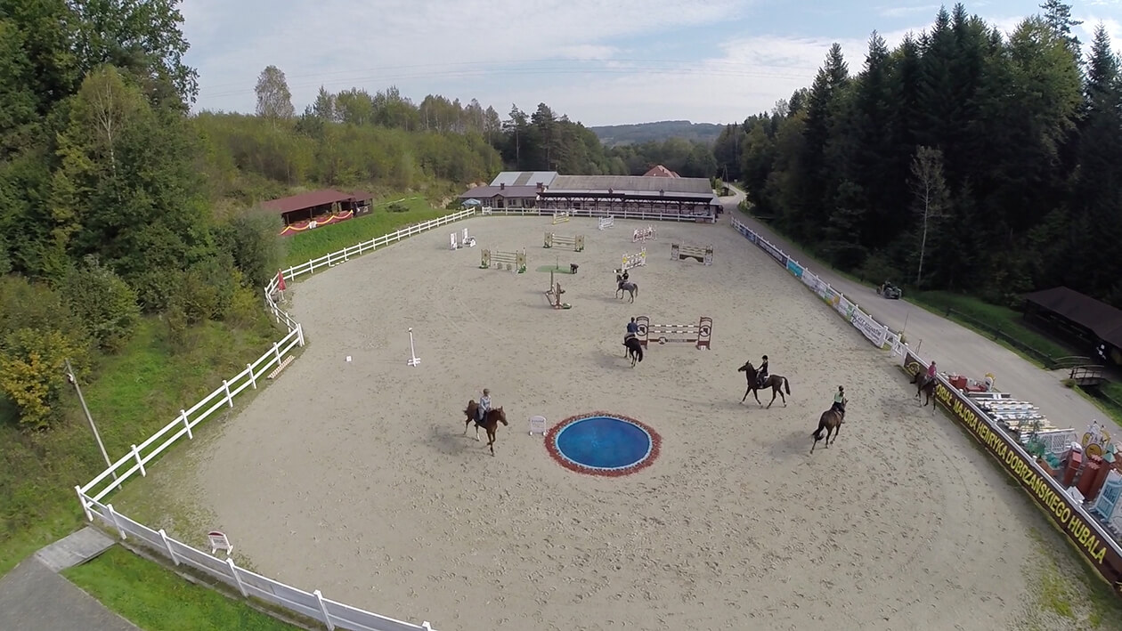Jazda konna na placu jeździeckim
