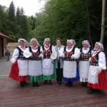 Kobiety w strojach ludowych Dwór Maria Antonina