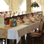 Stoły dla gości weselnych