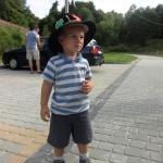 Chłopiec na placu zabaw