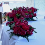 Wiązanka kwiatów, dekoracja stołu dla gości weselnych