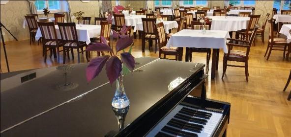 Środowe kolacje z muzyką na żywo